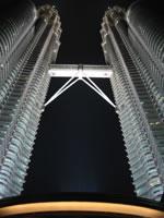 Twins Towers - atual prédio mais alto do mundo com 451,9 metros de altura