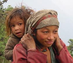 Mãe e filha no Himalaia