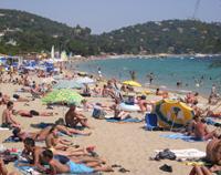 Foto: Praias na alta estação do mar Mediterrâneo